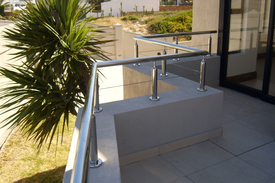 UPSTAND RAILING, CABLE INFILL